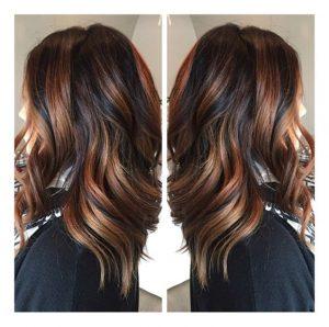mechas color cobrizo en cabello oscuro
