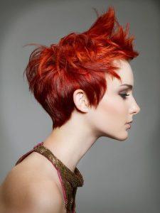 mechas cobrizas en cabello corto
