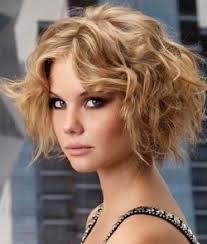 peinado graduacion cabello corto rubio