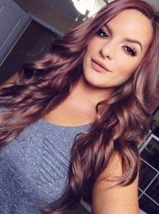 mechas rosas cabello oscuro