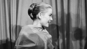 peinados años 50 moño