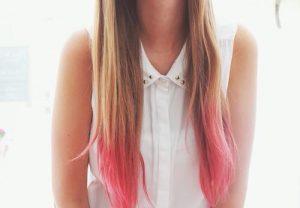 mechas rosas en cabello largo