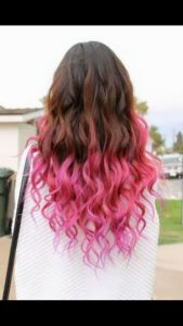 mechas rosas pelo castaño