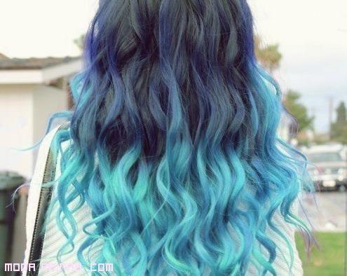 mechas californianas azules pelo largo rizado