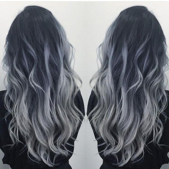 mechas platinadas en cabello largo