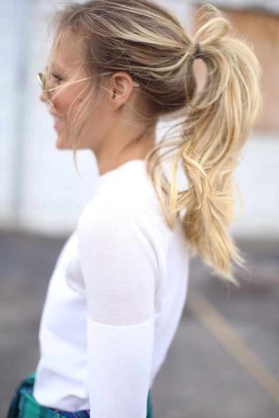 recogido desenfadado cabello largo