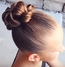 peinados para niñas moño alto