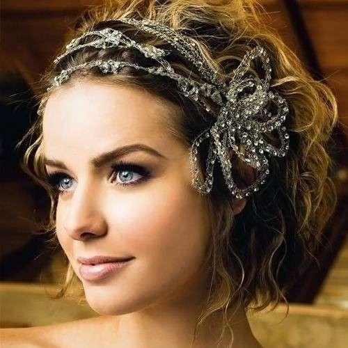peinado para mujer con pelo corto con joyas para bodas