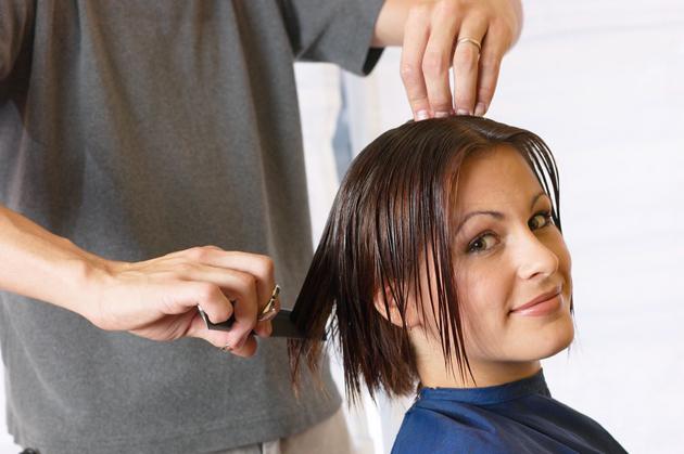 peinado pelo corto mujer morena