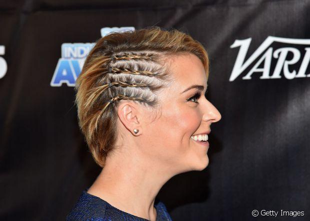 peinado tenza lateral pelo corto mujer