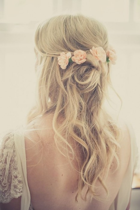 peinados de novia semi recogido con flores