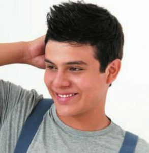 cortes de pelo patillas por medio de las orejas