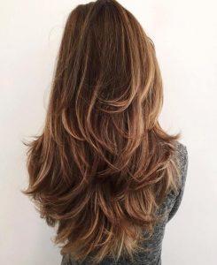 cortes de pelo de mujer en capas largo y liso