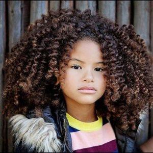 Corte de pelo afro nina