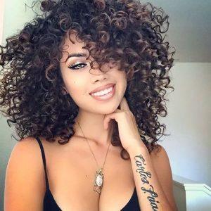 Look cabello ondulado mujer