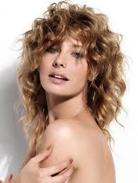 cortes-de-pelo-otoño-mujeres-pelo-rizado